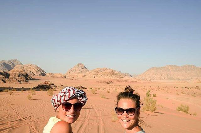 Les Morissettes sur fond de Wadi Rum 😍 #seulesaumonde #jordanie #jordan 16
