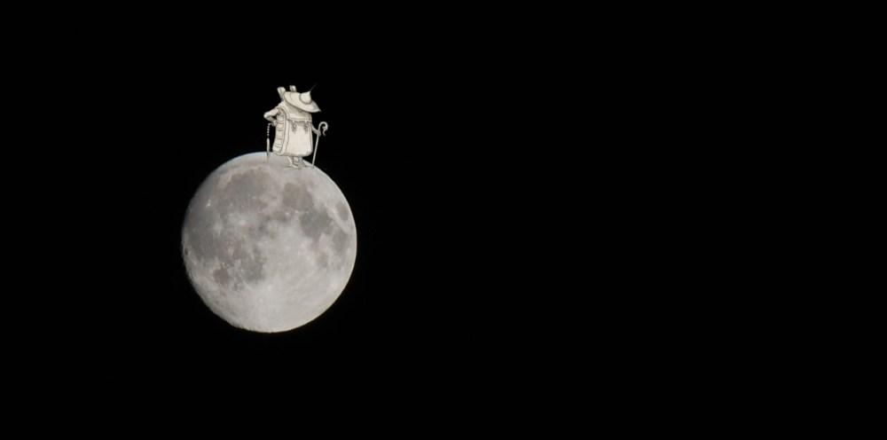 Une belle lune avec trépied.
