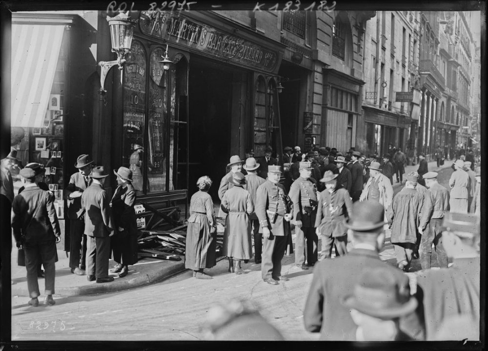 Accident d'autobus rue du Mail - 1923 - Gallica/BNF