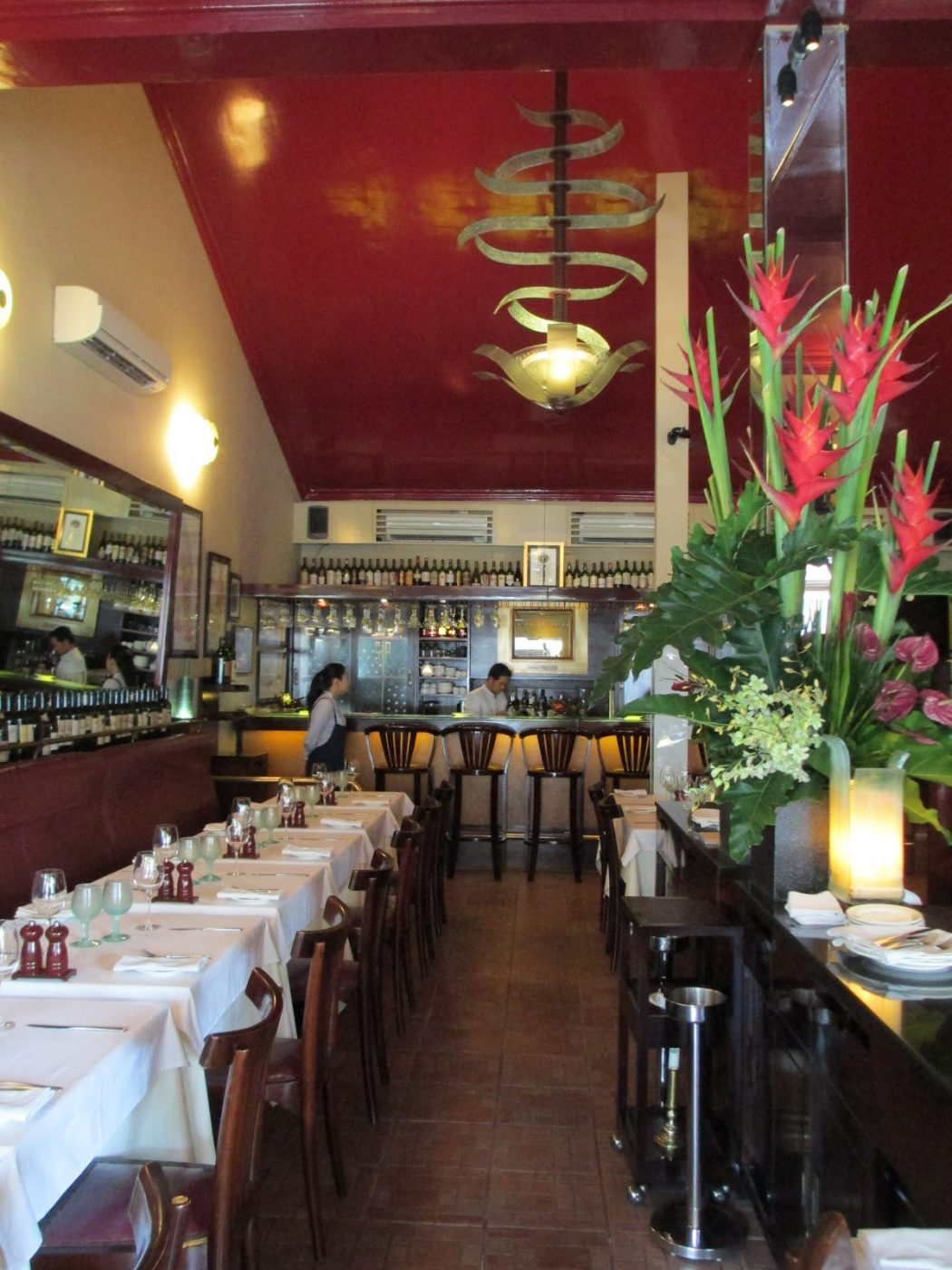 The Ugly Restaurant Interior Design Makes You Lose Clients