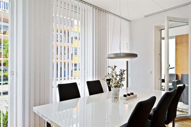 black-and-white-dining-room-with-four-black-chairs-image-wallpapers-01 25 Elegant Black And White Dining Room Designs