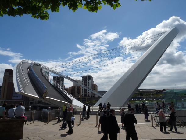 20.-Gateshead-Millenium-Bridge 18 Most Unique Bridges Of The World