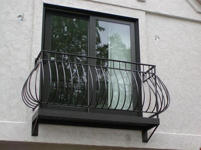 hiện đại-lan can sắt-ban công-thiết kế-ý tưởng 60+ Mẫu thiết kế lan can tốt nhất cho ban công Catchier