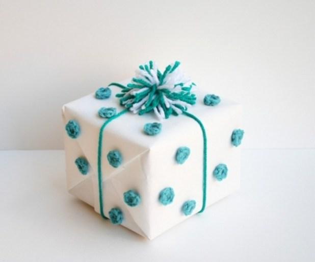 one-sheepish-girl-crochet-polka-dot-gift-wrap-3 40 Creative & Unusual Gift Wrapping Ideas