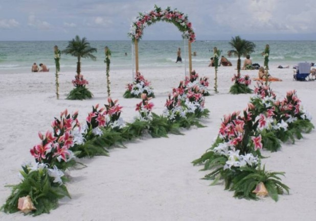 beautiful-beach-wedding-decoration-ideas 25 Awesome Wedding Decorations in 2014
