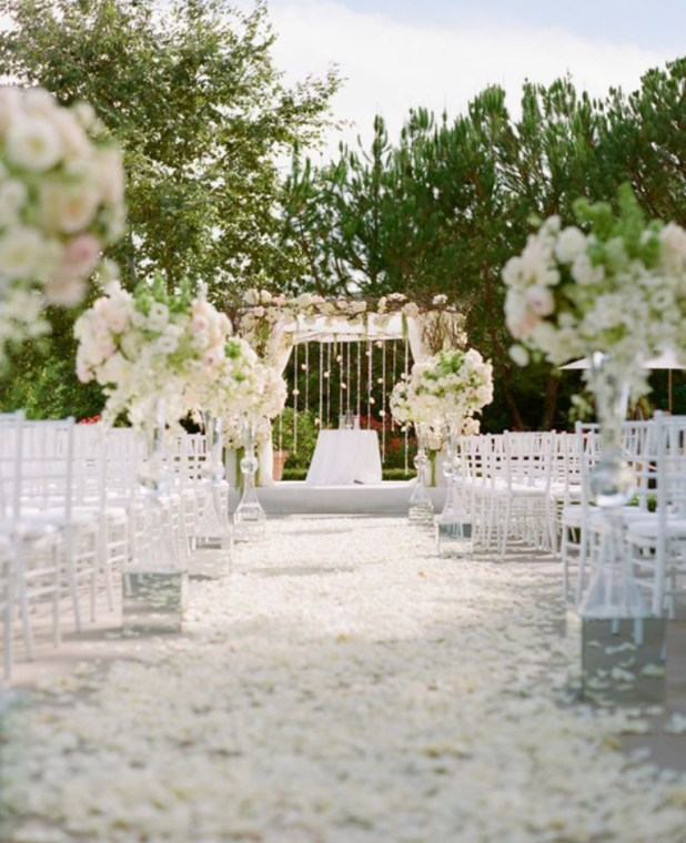 beautiful-outdoor-wedding-venue-decor-4 25 Awesome Wedding Decorations in 2014