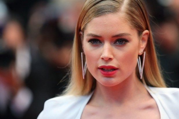 Doutzen-Kroes-wore-pair-geometric-earrings Hottest Christmas Jewelry Trends 2015