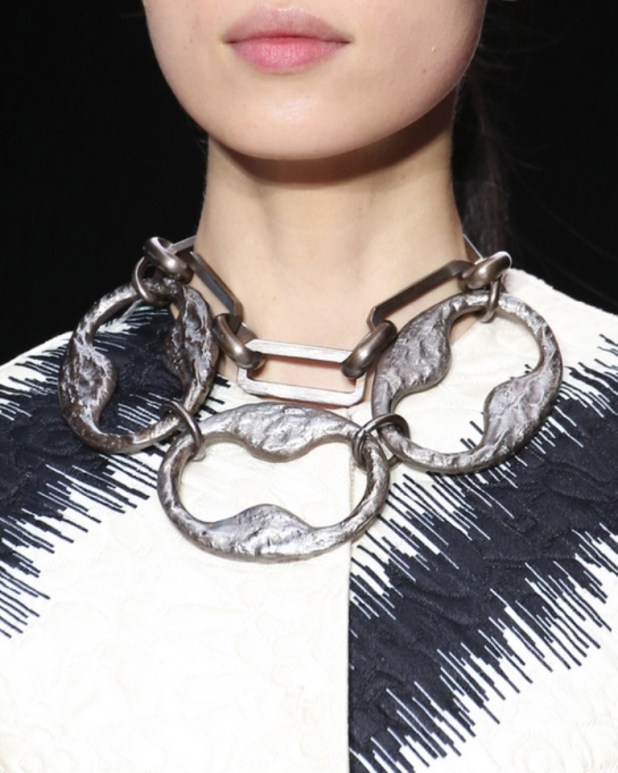tendances_bijoux_fashion_week_automne_hiver_2014_2015_giambattista_valli_364470377_north_545x Hottest Christmas Jewelry Trends 2015