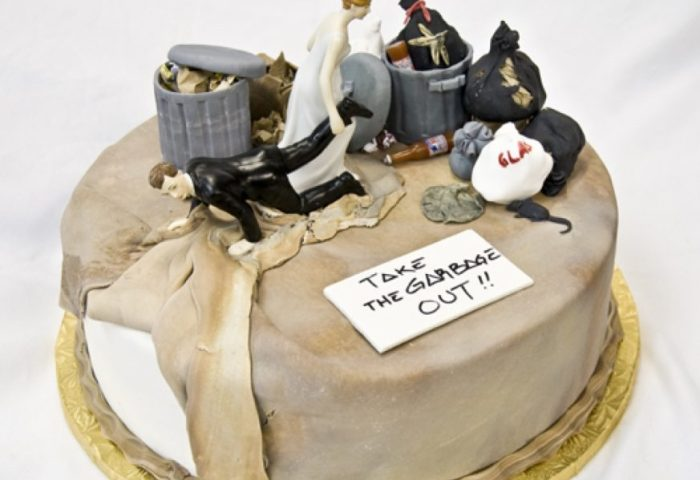 50 Funniest Wedding Cake Toppers Thatll Make You Smile Pictures