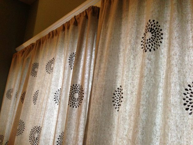 Stenciled-Curtains5 Easy And Creative Curtains Designs To DIY