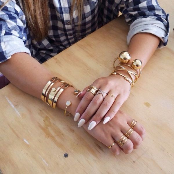 multiple-rings-on-one-hand-5 23 Most Breathtaking Jewelry Trends in 2017