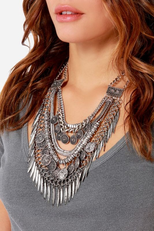 statement-pendants-and-necklaces-3 23 Most Breathtaking Jewelry Trends in 2017