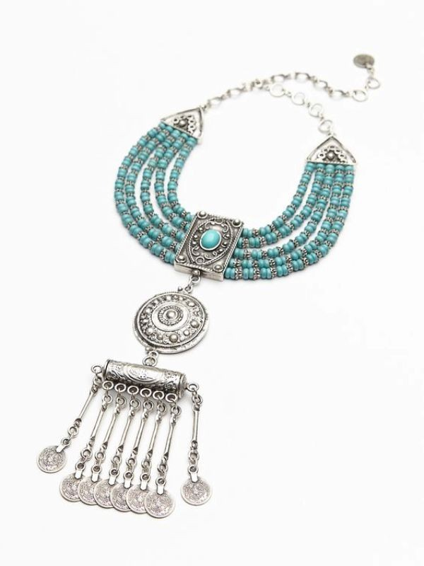 statement-pendants-and-necklaces 23 Most Breathtaking Jewelry Trends in 2017