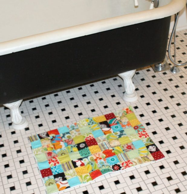 Patchwork-bath-rug-675x699 6 Easy DIY Bathroom Rugs