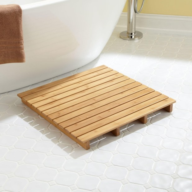 Wooden-square-shaped-bath-rug2-675x675 6 Easy DIY Bathroom Rugs