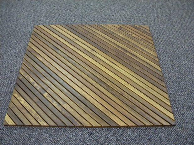 Wooden-square-shaped-bath-rug4-675x506 6 Easy DIY Bathroom Rugs