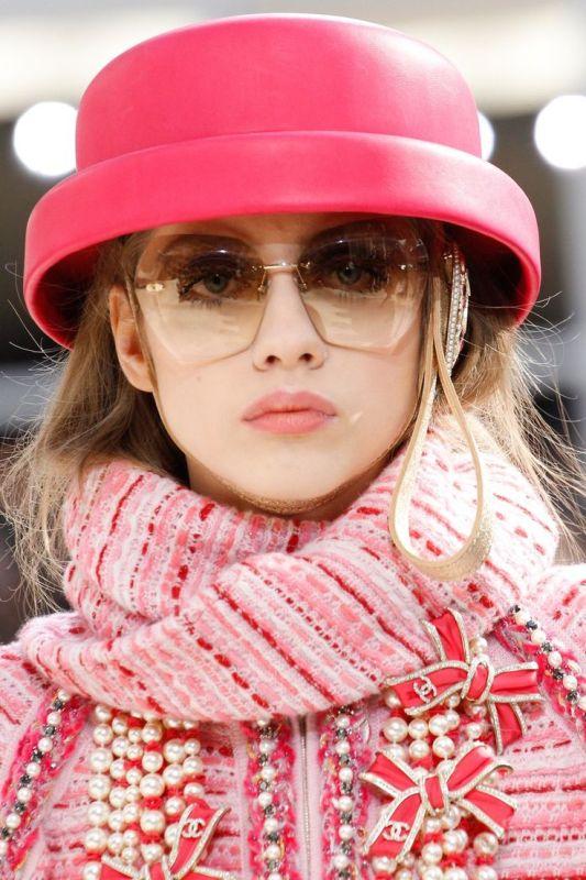 oversized-sunglasses-11 11 Hottest Eyewear Trends for Men & Women 2017