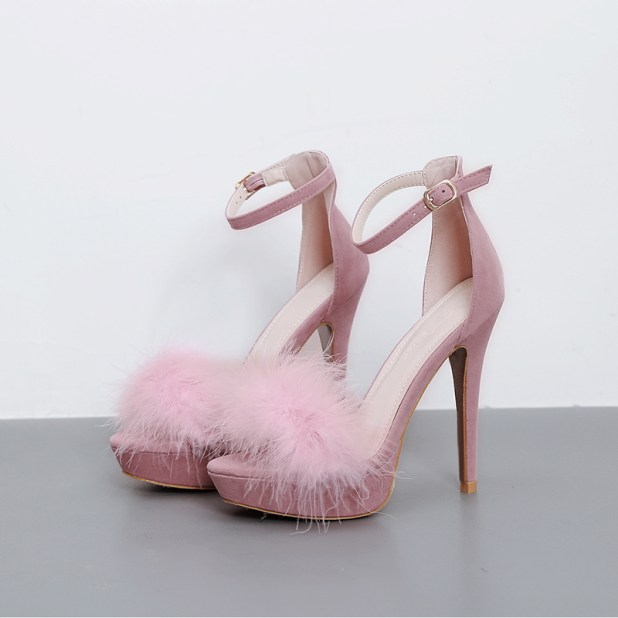 Bows-Feathers-Ruffles-and-Ribbons4 Summer/Spring Shoe Trends that Every Woman Dreams of in 2017