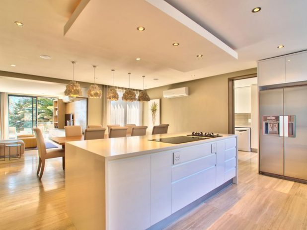 astonishing-kitchen-with-modern-drop-ceiling-combined-rectangle-ceiling-decor-also-small-rounded-lamp-and-white-kitchen-island-featuring-laminate-timber-flooring-ideas-modern-drop-ceili-675x506 6 Designs of Suspended Ceiling Decors for 2017