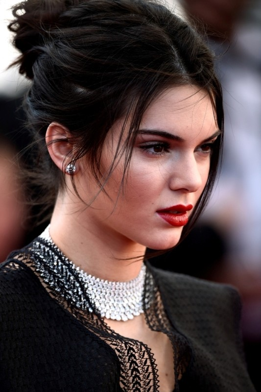Kendall-Jenner-messy-hairstyle