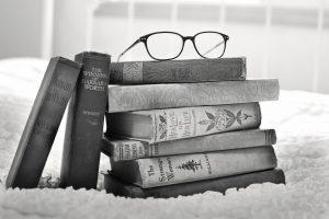 Happy people read