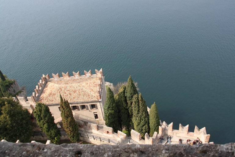Výhľad z hradu Castello Scaligero v Malcesine.