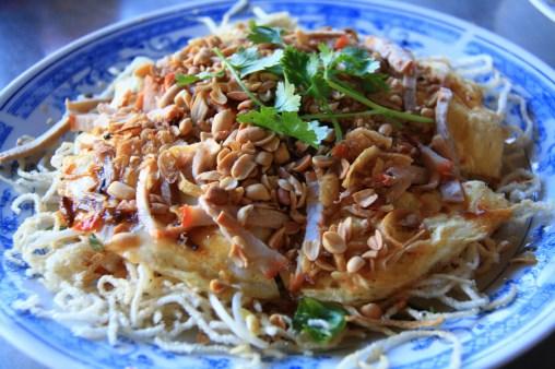 Ževraj špecialita pre turistov - noodlová pizza. Jedli sme ju na výlete po Mekongu.