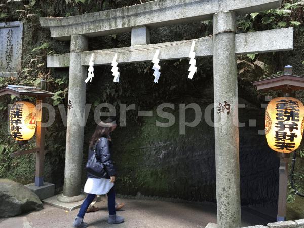 鎌倉・銭洗弁財天宇賀福神社のご利益は金運アップ