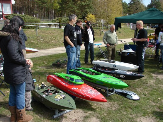 1-powerboot-treffen-am-gobenowsee-april-2010-014