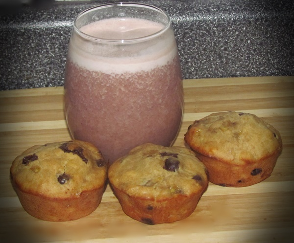 smoothie and muffins