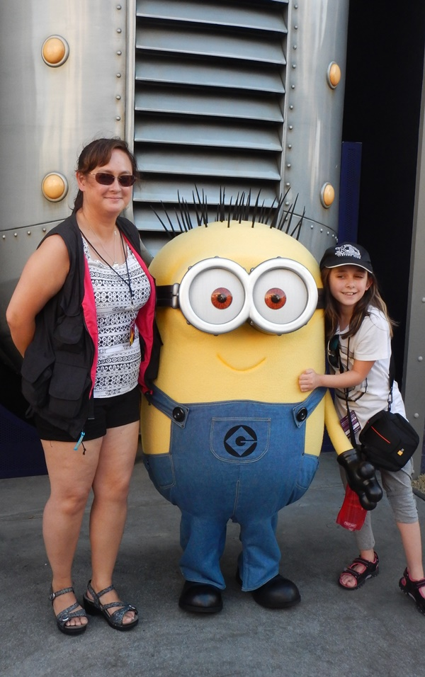 universal minions mom and daughter
