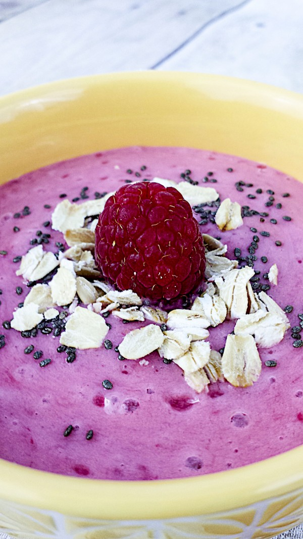 raspberry smoothie bowl with almond milk and chia seeds (3)
