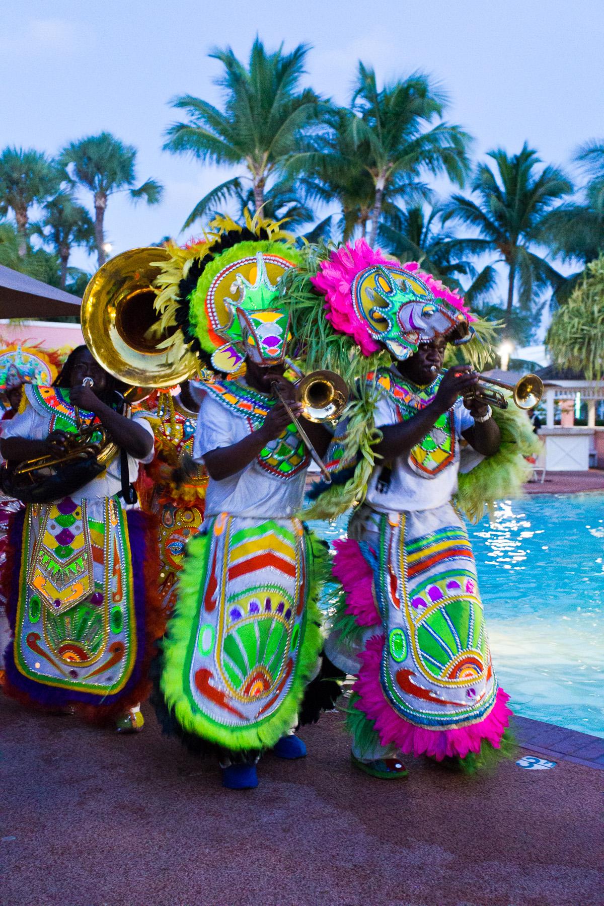 Comfort Suites Paradise Island Entertainment
