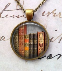 book-lover-pendant
