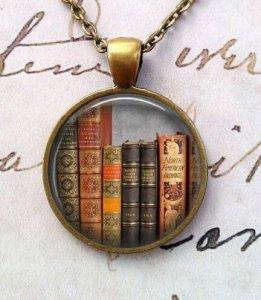 book-lover-pendant
