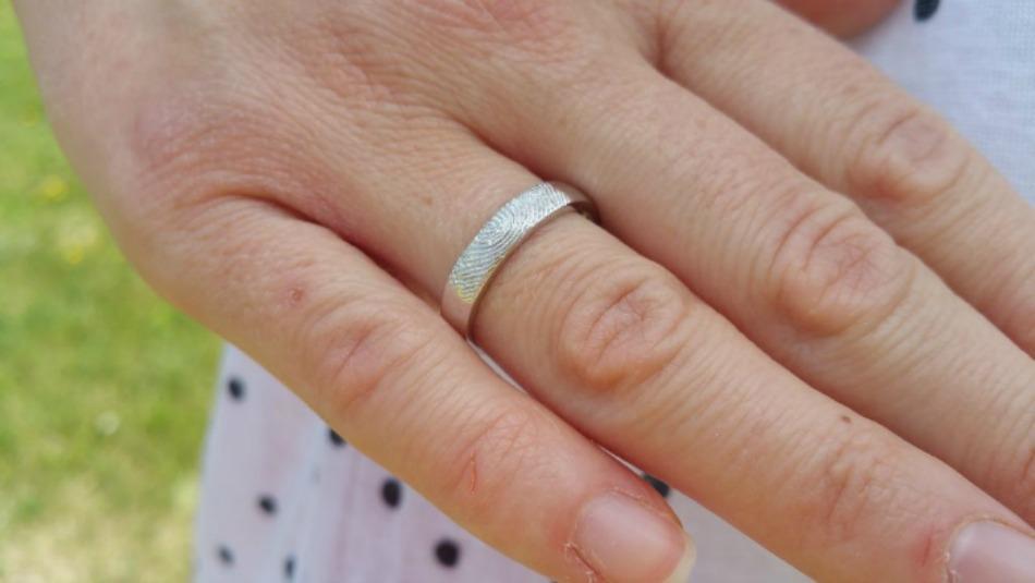 dimples-custom-fingerprint-engraved-band-ring-womens