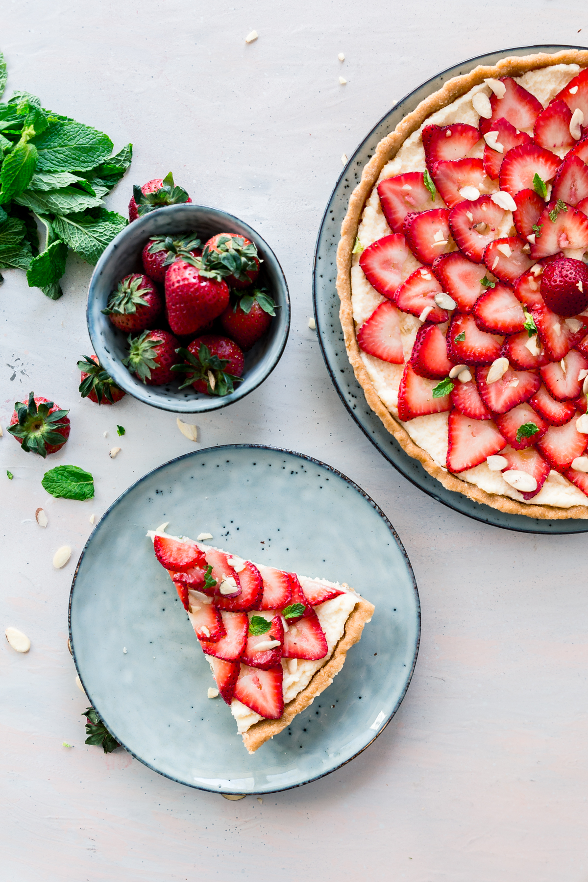 No Bake Strawberry Mascaropone Tart made with fresh fruit and mascarpone cheese. Perfect for mother's day or any occasion.