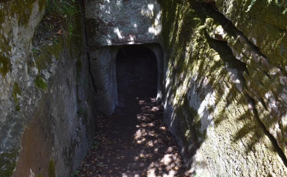Durchgang ins Innere der Burg Windstein