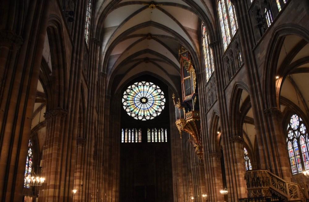Großer Innenraum der Straßburger Münster