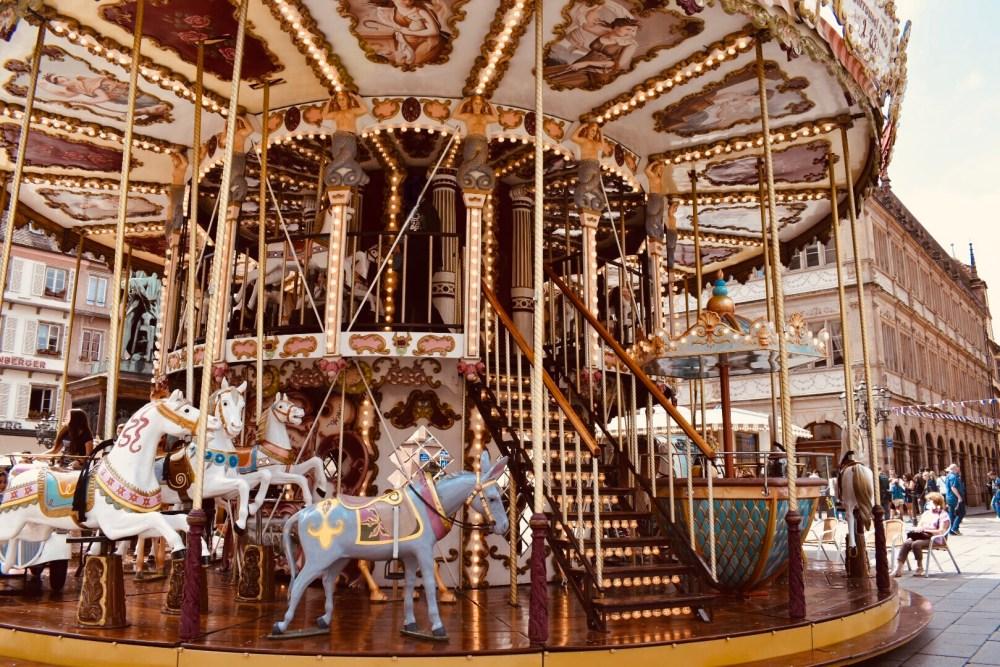Beleuchtetes Carrousel de la place Gutenberg