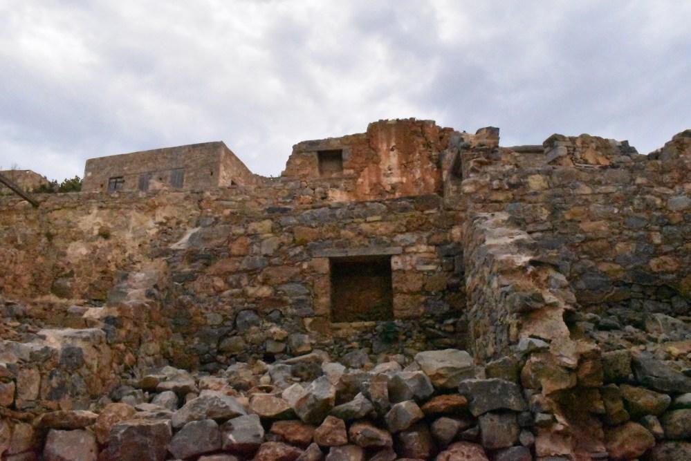 Überreste der Wände eines Zimmers