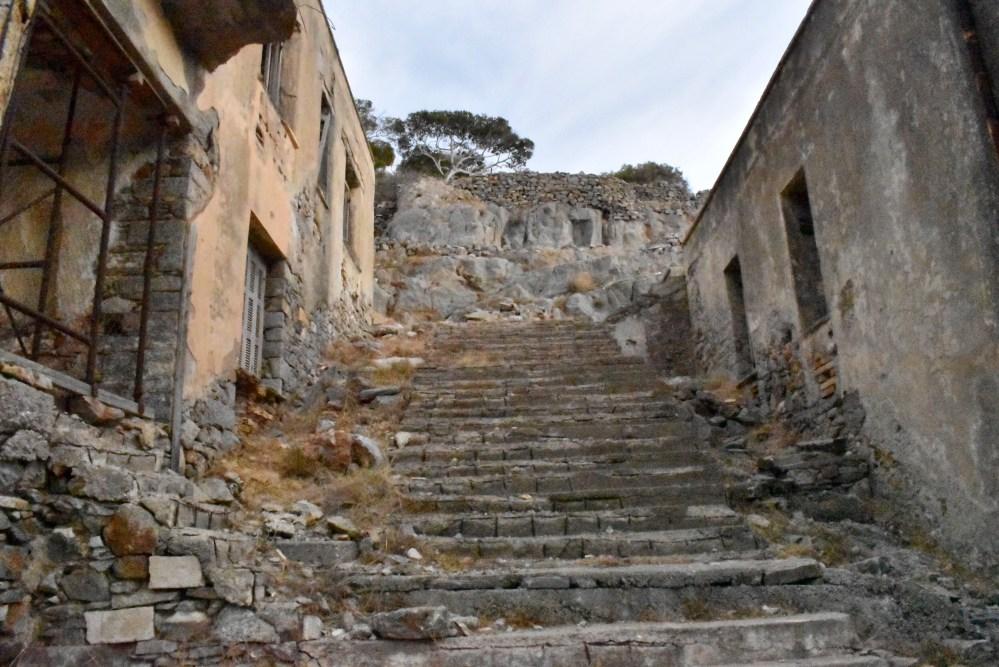 Steintreppe zwischen den Häusern
