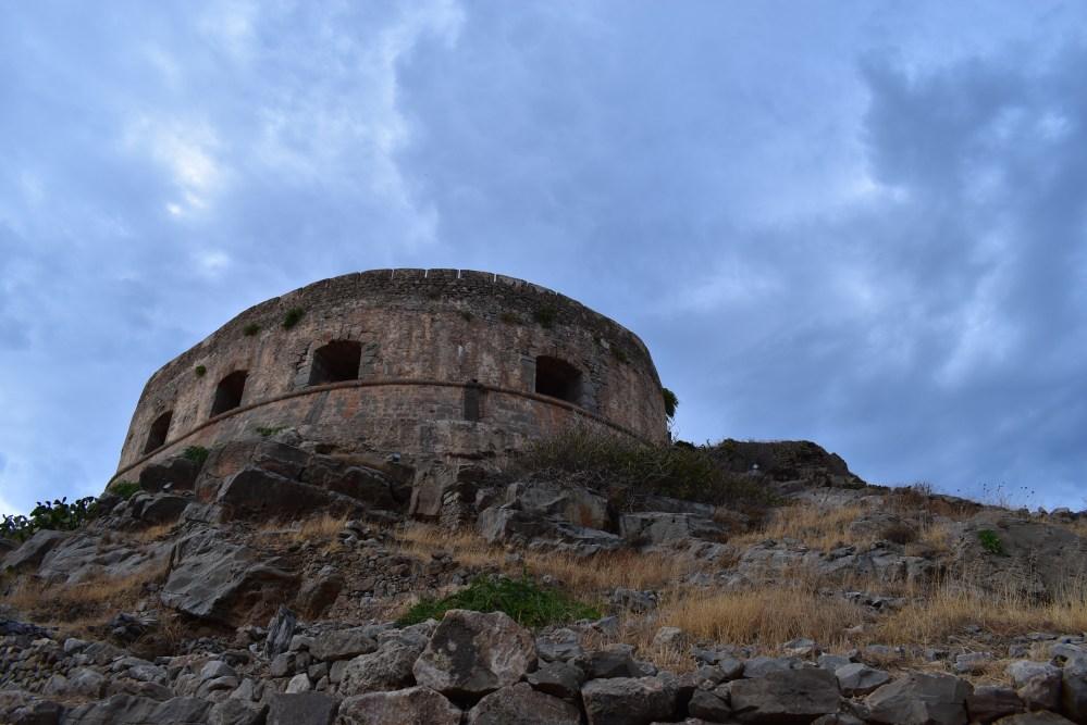 Runder Festungsturm mit Fenstern