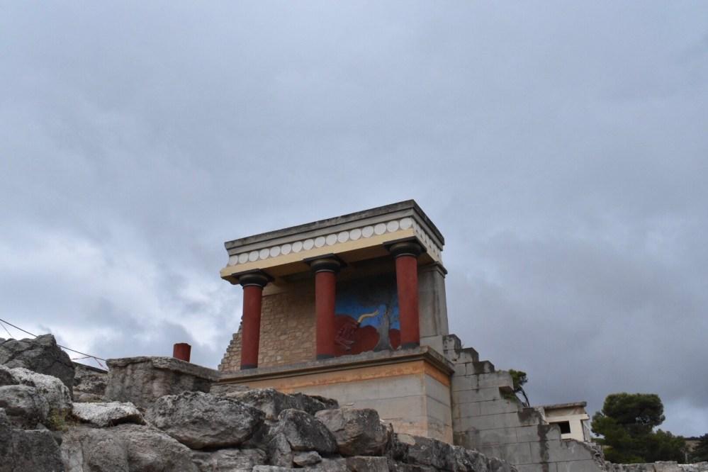 Säulen der Ruinen des minoischen Palastes