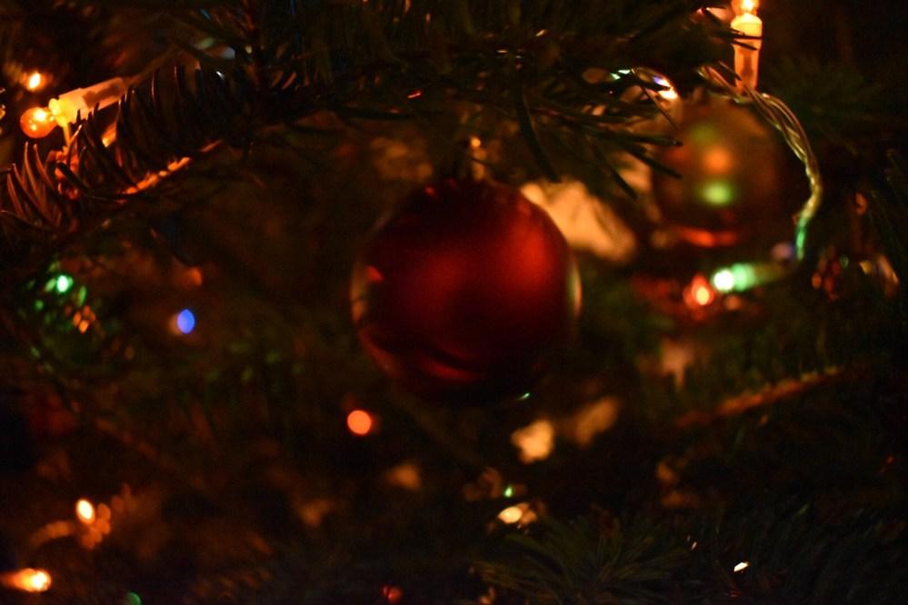 Weihnachtsschmuck im Tannenbaum