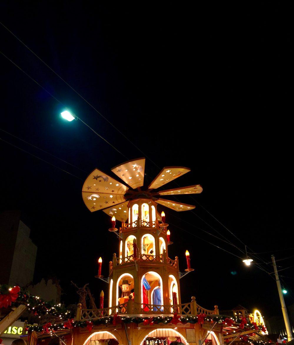 Beleuchtete Weihnachtspyramide