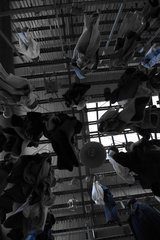 Aufgehängte Kleider im Bergwerksmuseeum