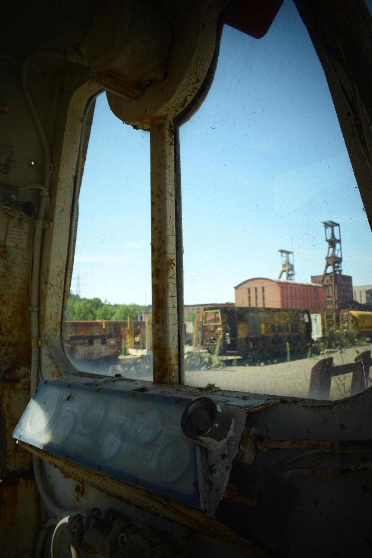 Blick von einem alten Waggon auf den Parc Explor Wendel, mit Spielzeugkamera Effekt fotografiert