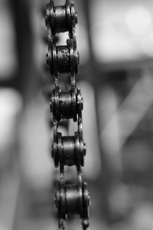 Kette in schwarz weiß fotografiert
