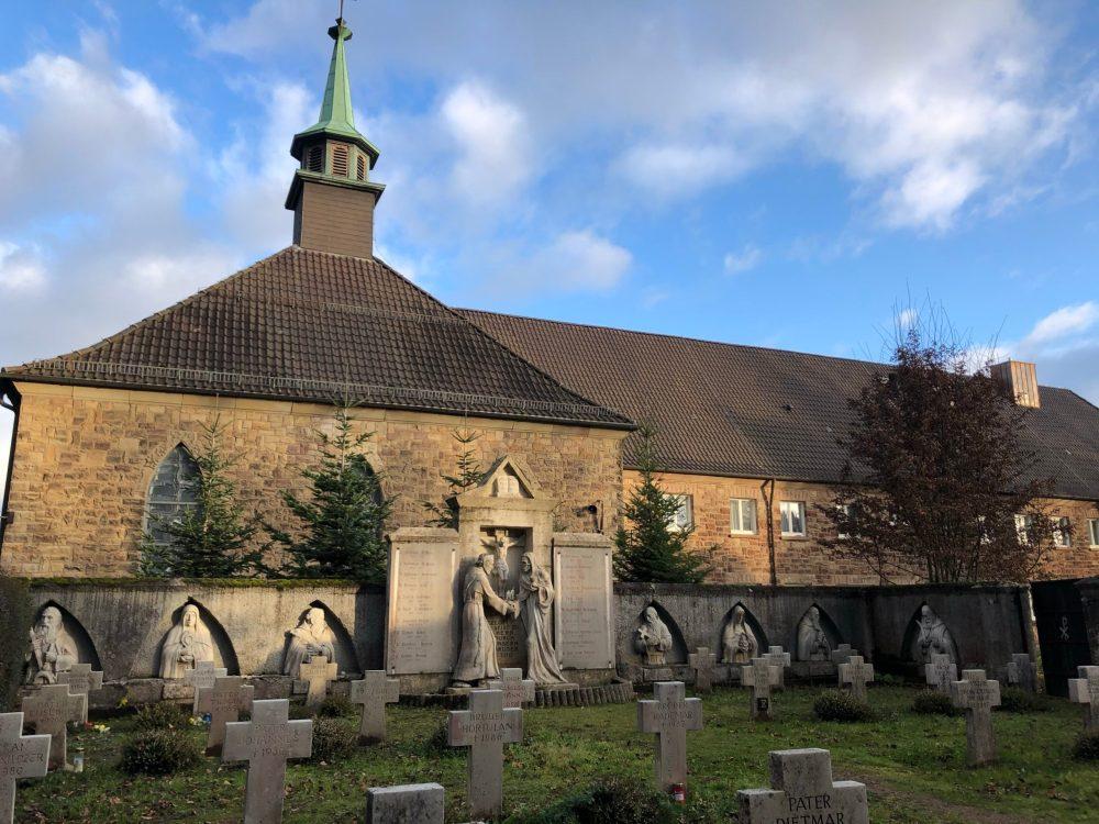 Beeindruckender kleiner Friedhof des Klosters